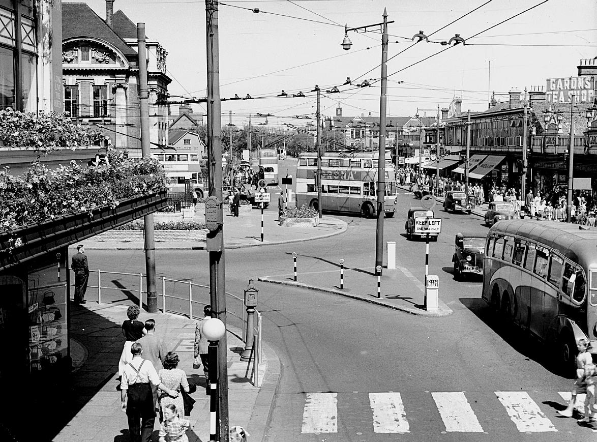 Victoria Circus/Victoria Avenue